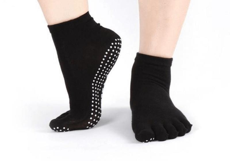 noski-dlya-jogi-zakrytye-sharlotte-rao-socks-black-wd-1.png