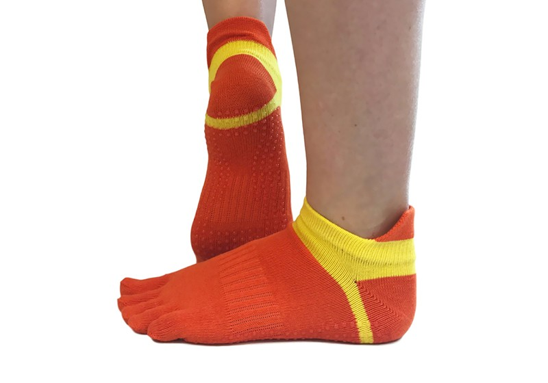 noski-dlya-yogi-s-paltsami-orange.jpg