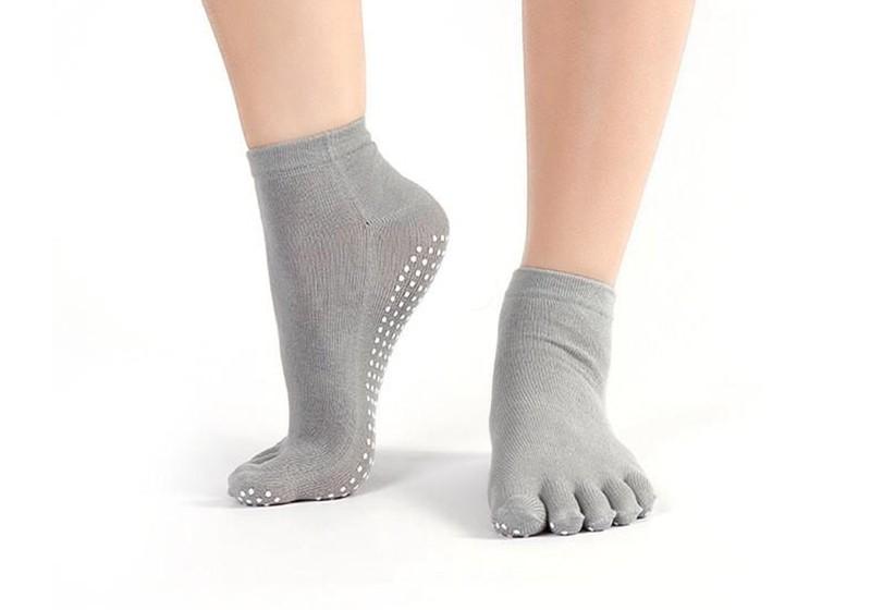 noski-dlya-jogi-zakrytye-sharlotte-rao-socks-wd-grey